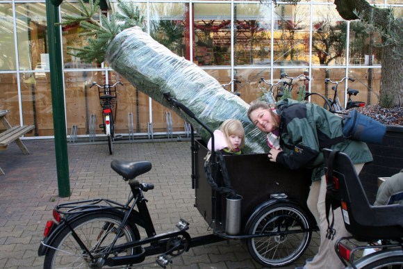 Decorating for Christmas - Loaded Bakfiets
