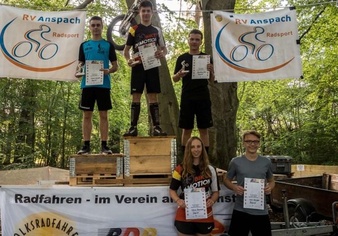 Siegerehrung in der Klasse Jugend: Kai Hiebert auf 1, Celina Römmelt auf 4