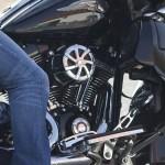 夏のバイクパンツはメッシュとジーンズではどっちがいいのか