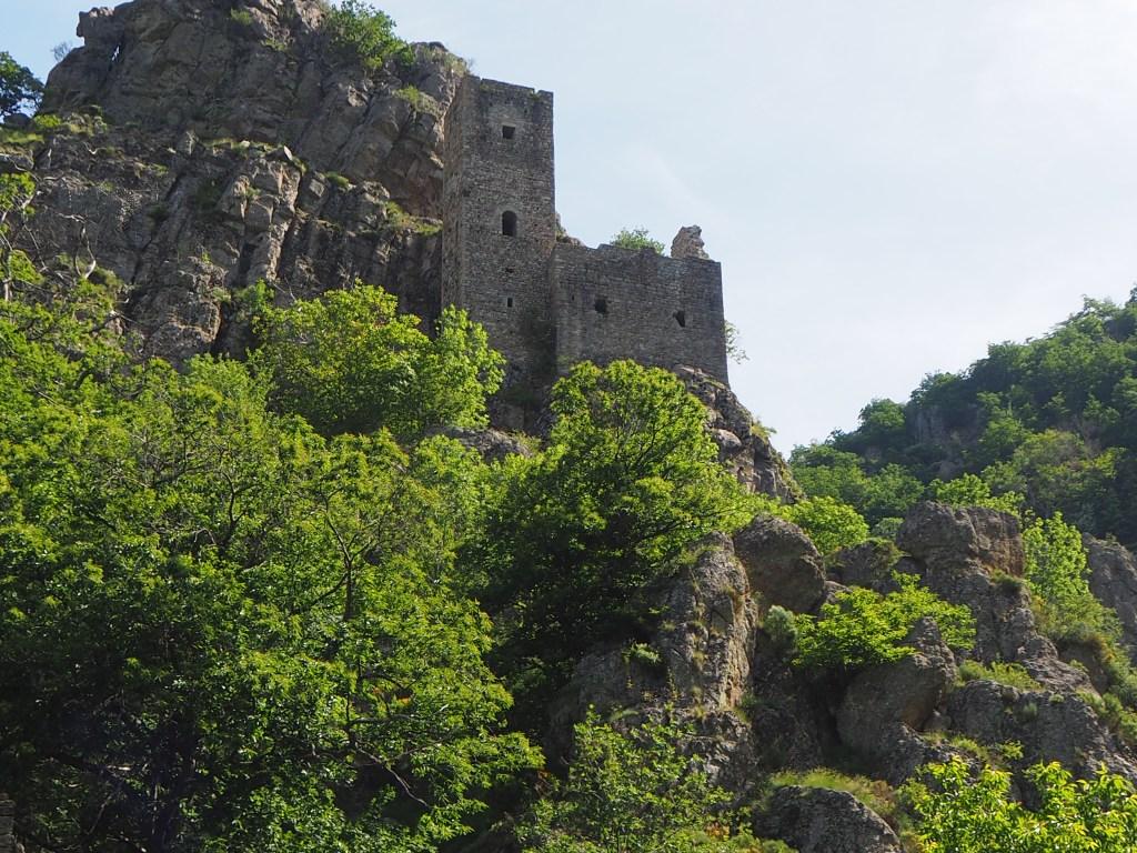 la tour médiévale du village de borne