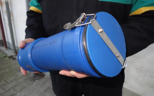 Werkzeugrolle aus Abwasserrohr und einigen Anbauteilen