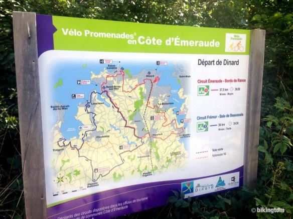 Infotafel am Start in Dinard. Die grün gestrichelte Route ist meine, das Ende ist hier nicht zu sehen.