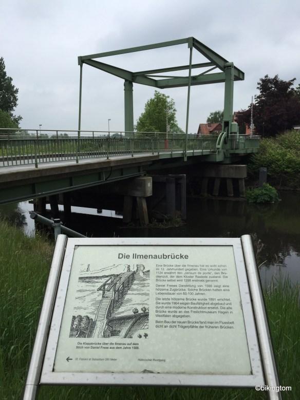 Eine geschichtlich interessante Brücke über die Ilmenau.