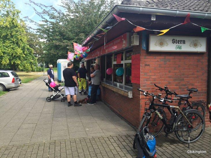 bikingtom mit Fahrrad am Tag der Trinkhallen in Essen unterwegs
