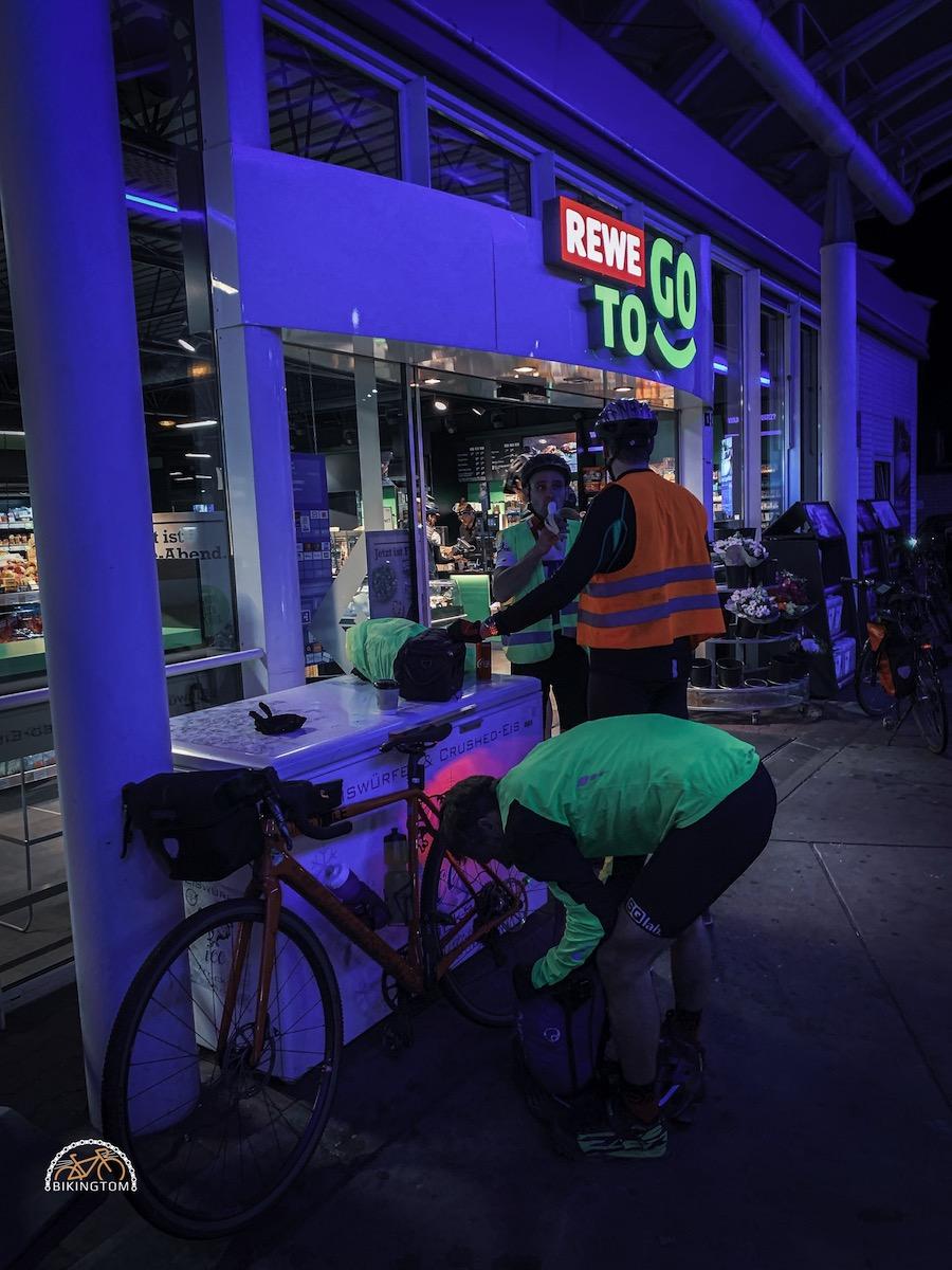 Nightofthe100miles,Nightride,bikingtom,Nacht,Gravel,Tankstelle