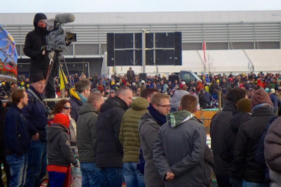 La foule des grands jours pour la course des élites et une retransmission en direct à la télévision. On n'est pas près de voir ça chez nous...