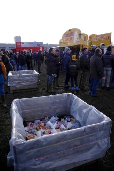 Les poubelles sont à la dimension de la foule présente...