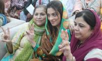 @ibrohi31 Nadia Gabol In center along with her Team from Sindh #PPPFoundationDay @Majid_Agha @SurendarValasai @fatah_pak