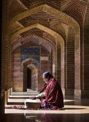@Sindhleak #Sindh & worship to God at #ShahJahan Mosque #Thatta #Sindh #BeautifulPakistan 1
