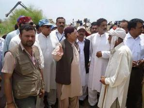 @BilawalHouseKhi #Khairpur CM Sindh visits different places along river to monitor ongoing work to protect areas & people frm flood 2