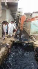 @ibrohi31 Info Secretary PS128 Yousaf Jadoon Inspecting the sewerage cleaning work along with PPP workers #Karachi 1