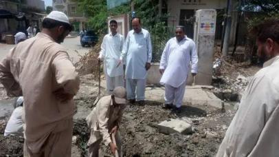 @ibrohi31 Info Secretary PS128 Yousaf Jadoon Inspecting the sewerage cleaning work along with PPP workers #Karachi 4