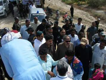 @TariqSiyal1 Home minister Sohail Anwer Siyal & Ammar Khan Bughio distributing ration in flood Affected people in relief camps 2
