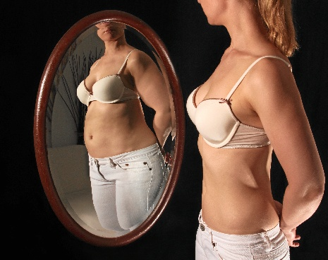 Muchos adolescentes y jóvenes se ven más gordos de lo que realmente están. FOTO: UPV/EHU