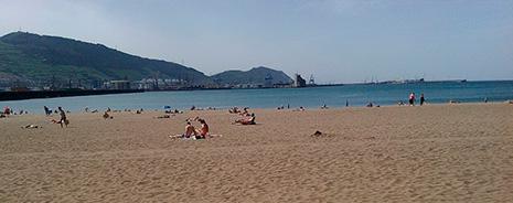 Psicólogos de Bizkaia recomiendan alejarse del teléfono móvil para desconectar en vacaciones