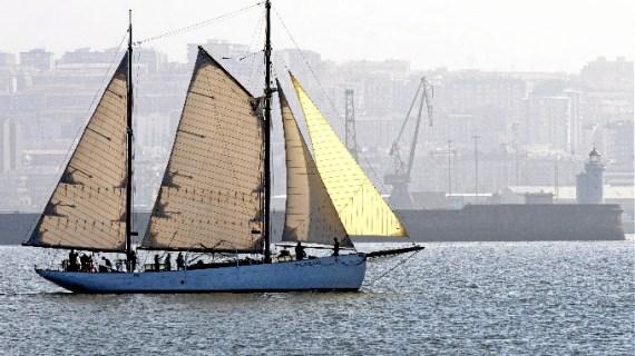 El buque-escuela 'El Saltillo' inicia su tradicional costera estival por el litoral vasco