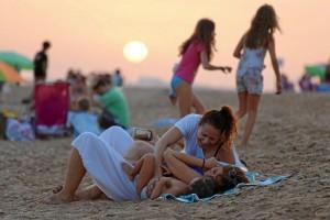 La Playa del Espigón de Huelva se consolida para uso y disfrute de visitantes y lugareños