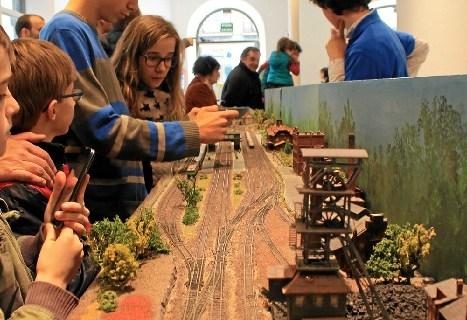 Yimby lleva al centro de Bilbao la exposición benéfica de Navidad de maquetas de tren