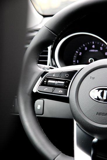 Ny_KIA_Ceed_Hatchback16