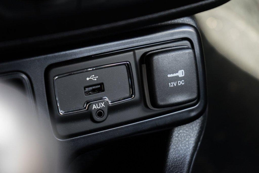 Jeep Renegade USB, AUX og 12V