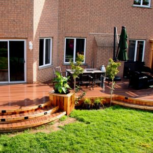 Curved deck with Fiberon Composite decking