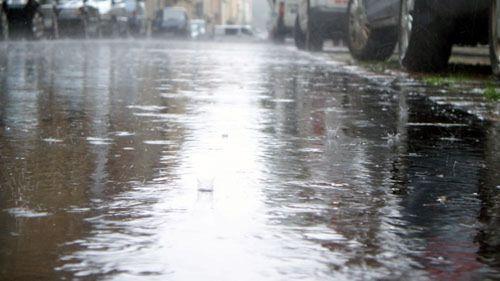 Prießnitzstraße unter Wasser.