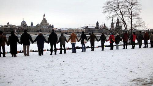 Menschenkette am Königsufer