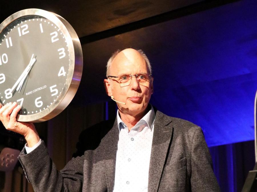 Die Zeit ist wohl abgelaufen – Karl Scheid und seine Kulturschmiede verabschieden sich von der Künstler-Bühne.