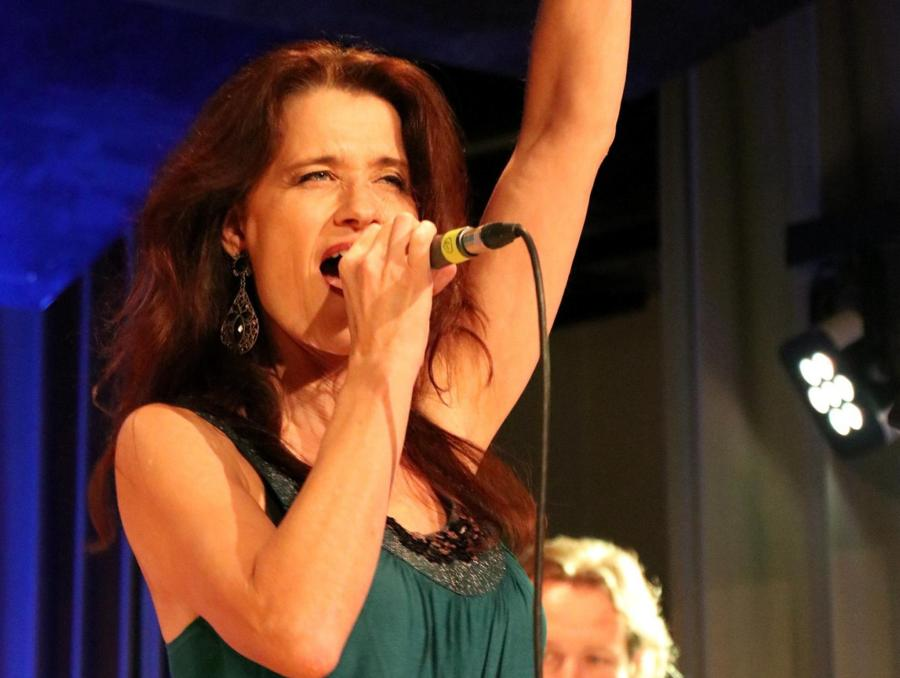 Rockröhre par excellence: Sabine Olbing brachte mit ihrer Stimmgewalt den Saal zum kochen.