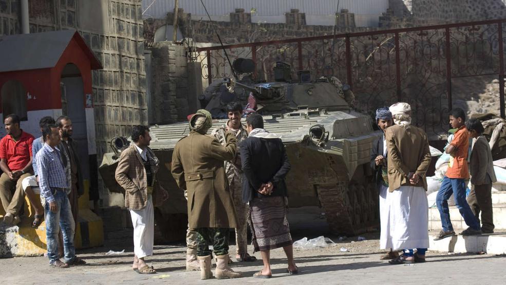 Vor dem Haus von Jemens Präsident Hadi haben sich Huthi-Rebellen versammelt