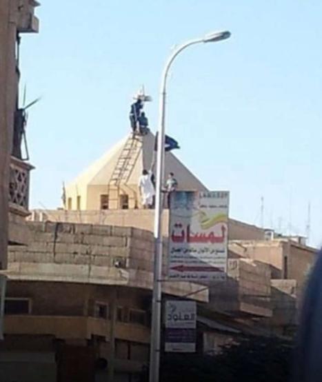 Islamisten rücken in Syrien vor und hängen an einem Kirchenturm eine Al-Qaida-Flagge dran