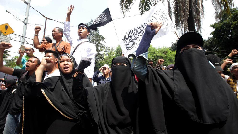 Wütende Demonstranten protestieren in Jakarta gegen den christlichen Gouverneur Basuki Tjahaja Purnama