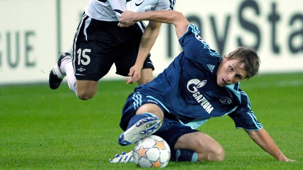 Debut: On 3 October 2007 Höwedes played for the first time for Schalke professionals - in the Champions League against Trondheim. (Source: imago / digital sports)