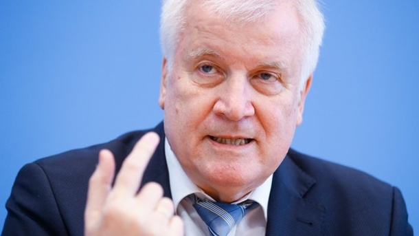 Horst Seehofer: The Interior Minister does not rule out the possibility of the borders being closed again. (Source: dpa / Hannibal Hanschke / Pool / Reuters / dpa)