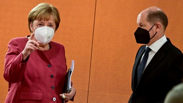 What did Angela Merkel and Olaf Scholz know about the Wirecard fraud?  (Source: Tobias Schwarz / Pool via REUTERS)