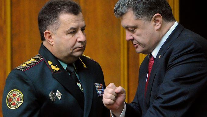 Die geballte Faust ist Programm: Poltorak (l.) und Poroschenko (r.).