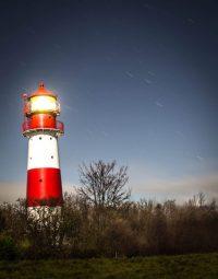 Leuchtturm Falshöft bei Nacht