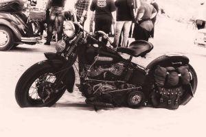 Harley am Strand (s/w)