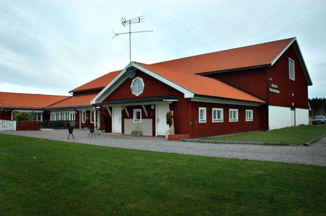 Här på Åbyggeby landsbygdscenter ligger Svalans förskola. Förskolan är ett arbetskooperativ med fyra anställda pedagoger och egen rektor.