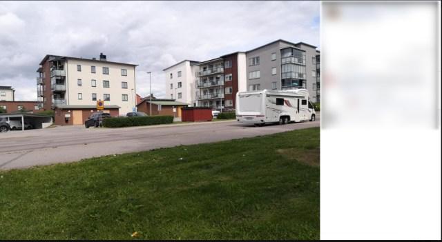 Enligt Christian Ahlgren, VD på Länsvaccinationer, har man rätt att parkera på Barrsätragatan, vilket också stöds av kommunen och Trafikverket. Foto: Skärmdump från Facebook.