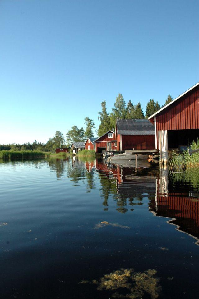 Bråken skedde i Gårdskär, På bilden fiskehamnen i byn. Arkivbild.