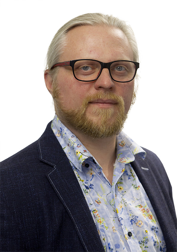 Kulturredaktör Fredrik Björkman måste pendla, men behöver han?