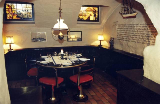 1 november 1996: Interiör från CH och Restaurant Skeppet. Se bilden på Sven Wollter från 1988 så förstår du exakt var han sitter där.