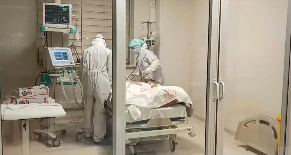 """Sağlık çalışanları: """"'Ne olur beni artık uyutun, dayanamıyorum' diyen hastalarımız var"""""""