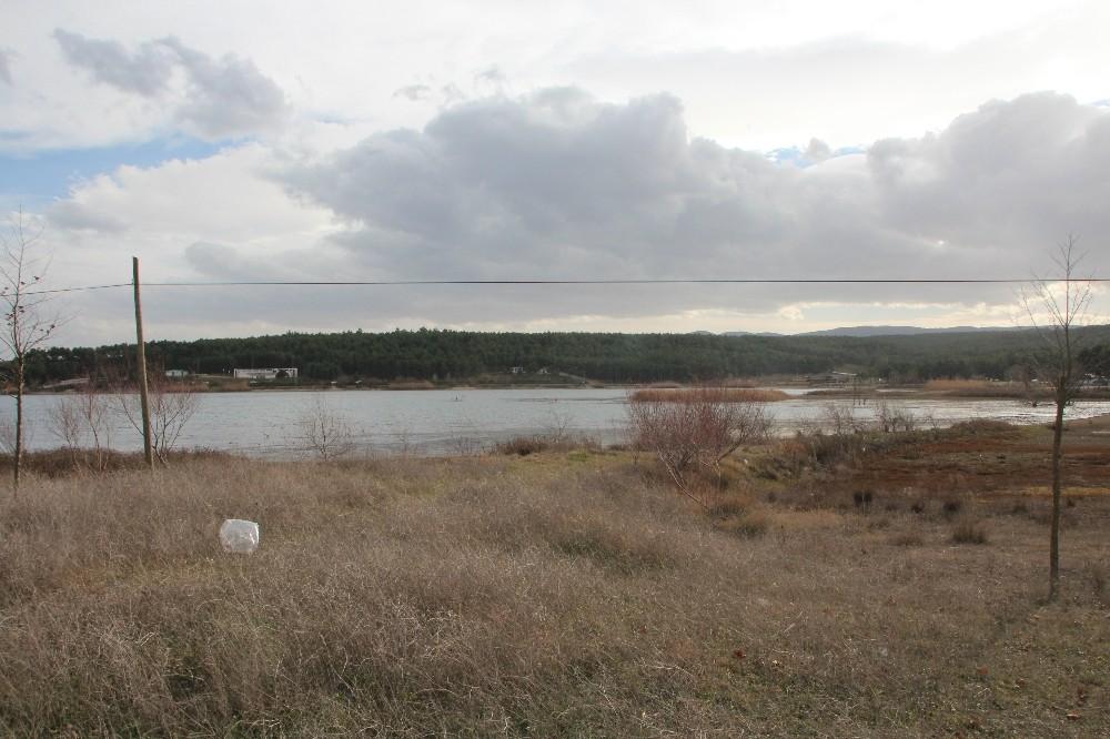 Pelitözü Göleti'nde yağış azlığı nedeniyle sular 25 metre çekildi