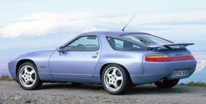 GTS-modellen fik brede skærme, særlige fælge og et gennemgående lygtebånd (billede fra Porsche)