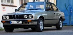 323i var den første topmodel i E30-serien, til den blev afløst af 325i - og senere af den legendariske M3.