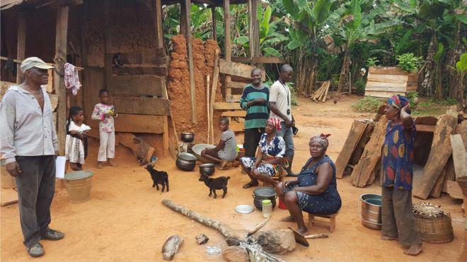 Afrika'daki milyonlarca küçük toprak sahibi çiftçi kendi topraklarının sahibi olup olmadıkları konusunda emin değil.