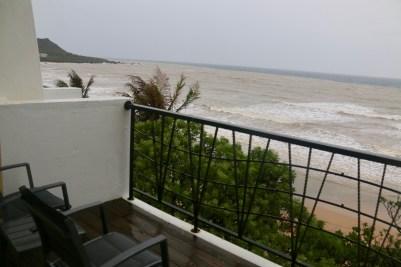 二樓海景房,每一間都有個小陽台,超級寫意。這次真的太不巧遇到海相不佳,看海水濁度不難想見。