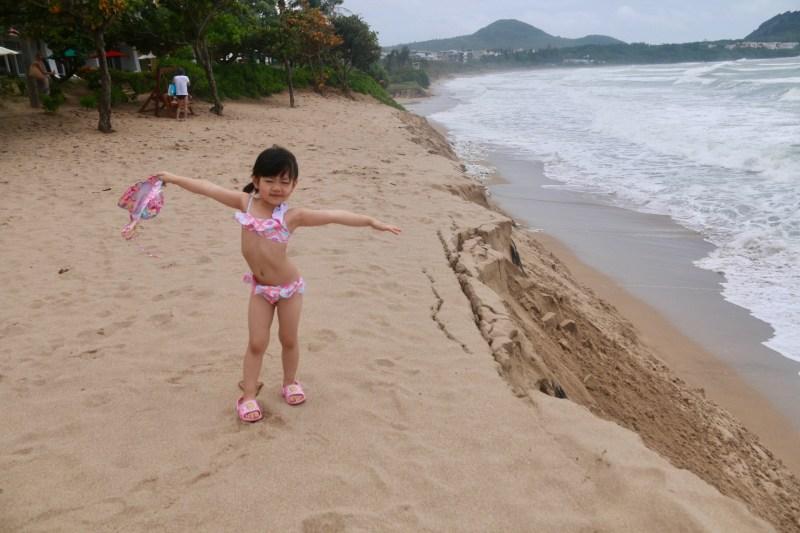 四年前來,阿鰻還是個要抱在手上的Baby,時光飛逝,現在已經會指定要穿比基尼的小女孩一枚了!